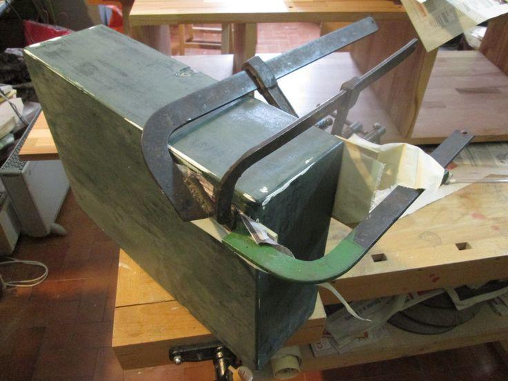 Cassetta militare in legno: riparazione di una mancanza lignea