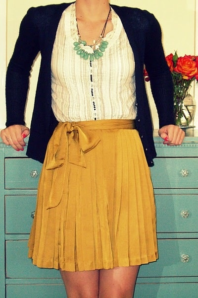 Cute teaching outfit! I love the mustard/navy combination. Skirt would need to be a little longer though.