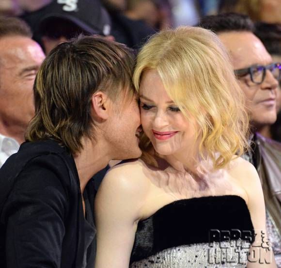 CMT Music Awards 2015: Nicole Kidman and Keith Urban kiss during the show.