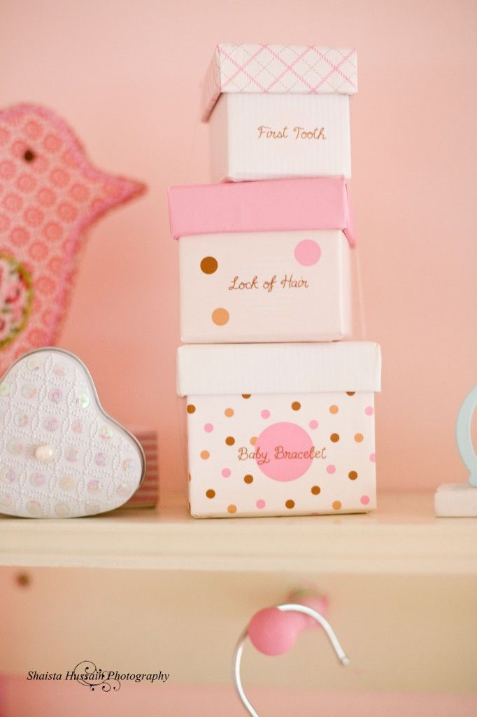 We really love these memory boxes - super-cute to display in the nursery, too! #Nesting: Memories Box