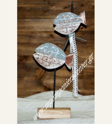 Επιτραπέζια Ψαράκια σε βάση  στολισμένα με λευκή  δαντέλα και χαλκό.