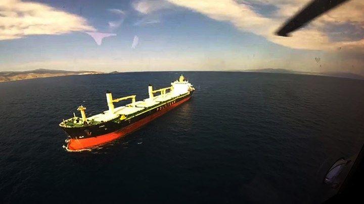 Καρέ  καρέ η εντυπωσιακή επιχείρηση μεταφοράς ασθενούς με ελικόπτερο από φορτηγό πλοίο  ΒΙΝΤΕΟ