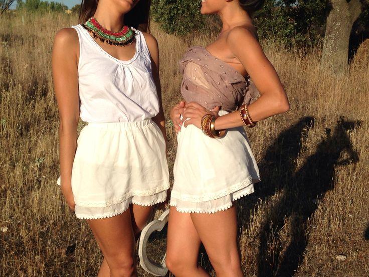 Como se lo pasan nuestras modelos! Faldas blancas..