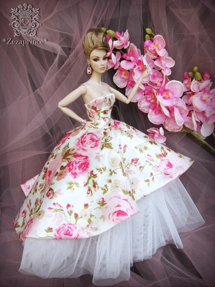Here's another dress my girls would love...
