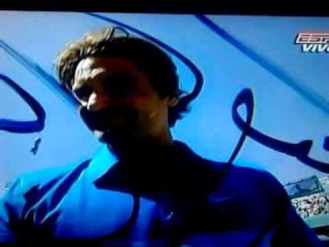 Su majestad, el gran Roger Federer firmando la cámara ;-)