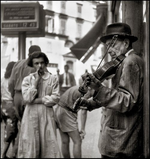 Music...for all ages, good or bad. My sister played the violin terribly. Violinista, Napoli, 1955 by Vittorio Pandolfi