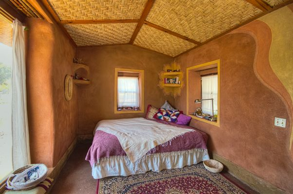 Juanita 39 s house interior built from cob strawbale adobe clay plaster by the canelo - Modern cob and adobe houses ...