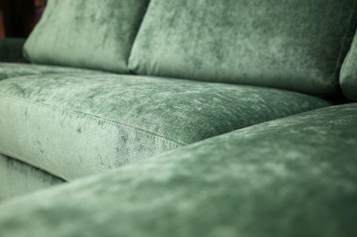 💚 Sofa of the Day 💚 Ylellistä vihreää   Luxurious green Malli / Model: Tokyo Kangas / Fabric: Bolsoi 35 Pesto   #pohjanmaan #pohjanmaankaluste  #picoftheday #instapic #furnituremaker #furnituredecor