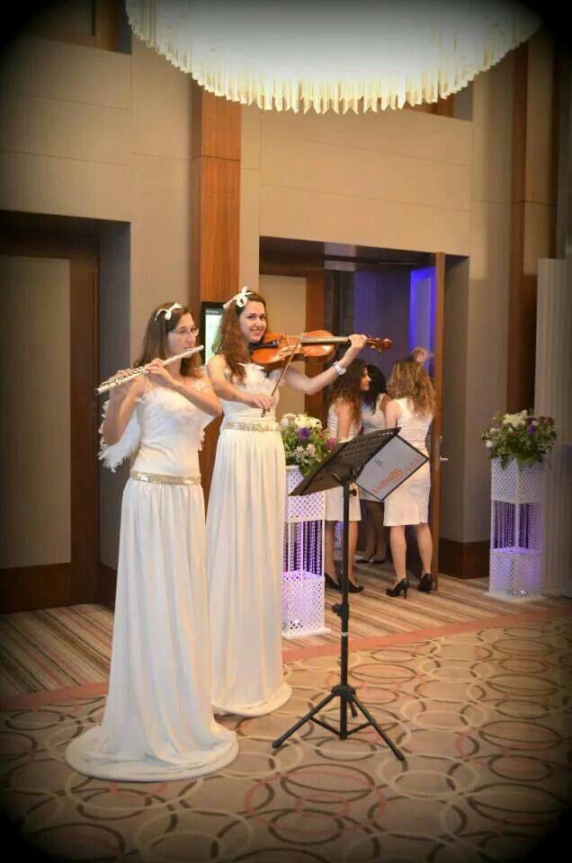 Meleklerimizin düğün giris müziği...