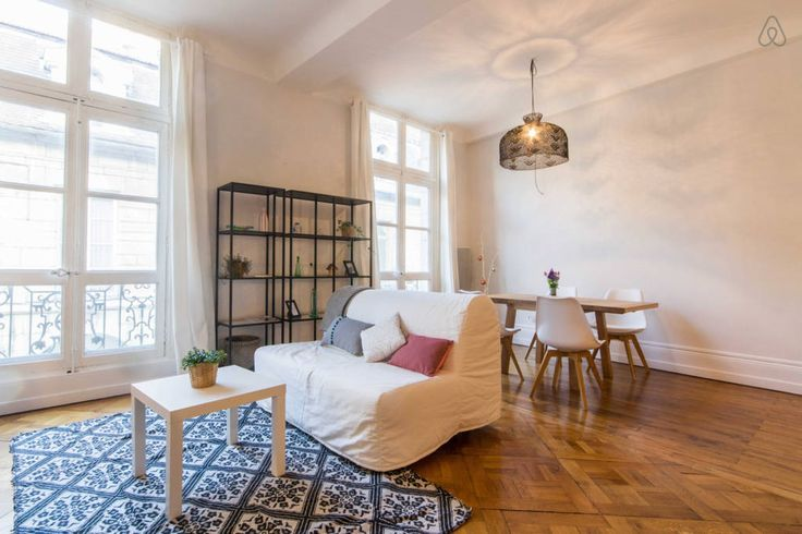 Regardez ce logement incroyable sur Airbnb : Un Lieu Unique au cœur de la Cité - Appartements à louer à Dijon