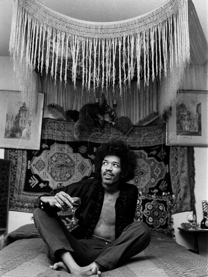 Jimi Hendrix. S)
