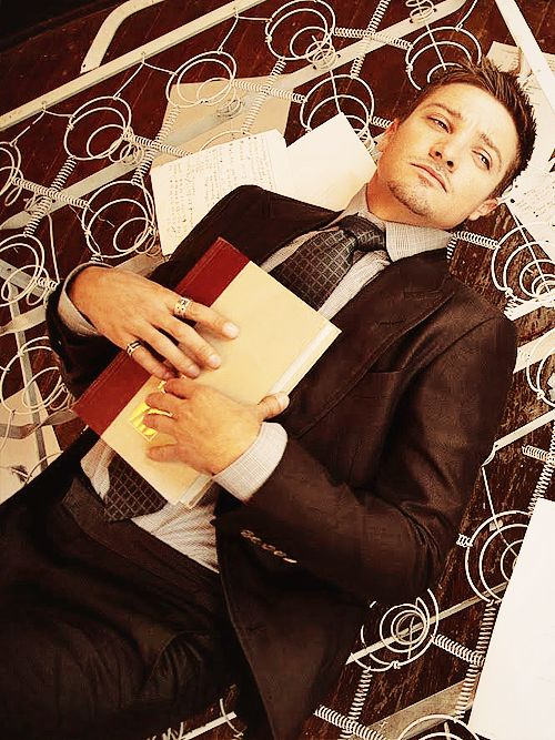 Jeremy Renner - there's just something about him that is ridiculously hot.   Actually, I find everything about him hot.  <3