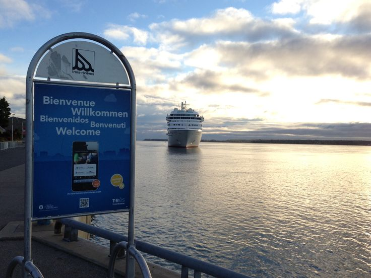 Seabourn Sojourn en escale à Trois-Rivières  http://www.seabourn.com/luxury-cruise-vacation-onboard/Sojourn #croisieres #troisrivieres #cruises