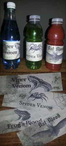 Wil jij de drankjes die je tijdens een #griezel / #Halloween feestje schenkt net even iets extra's geven? Print deze gave labels uit en plak ze op de flessen.   Natuurlijk kan je deze flesjes ook heel goed gebruiken in een spook / speur tocht! Vul ze met iets dat lekker fel is (op de foto was dat tomatensap, Gazeuse en.....