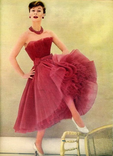 The layering of materials for the skirt is beautifully  DIOR 1954- simply gorgeous in every way.