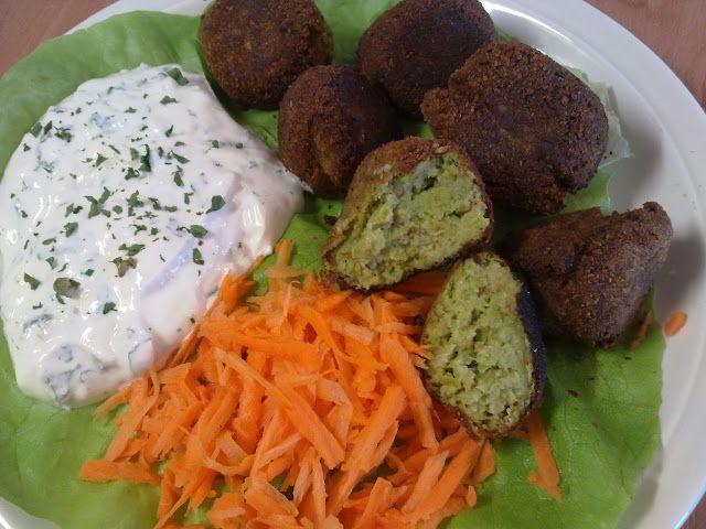 Teri konyhája: Sajtos brokkoli fasírt fokhagymás mártogatóssal