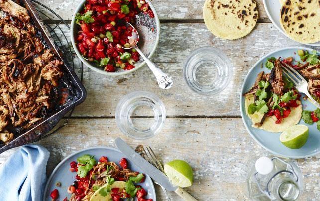 Hurtig pulled pork med  tacos og spicy jordbærsalsa