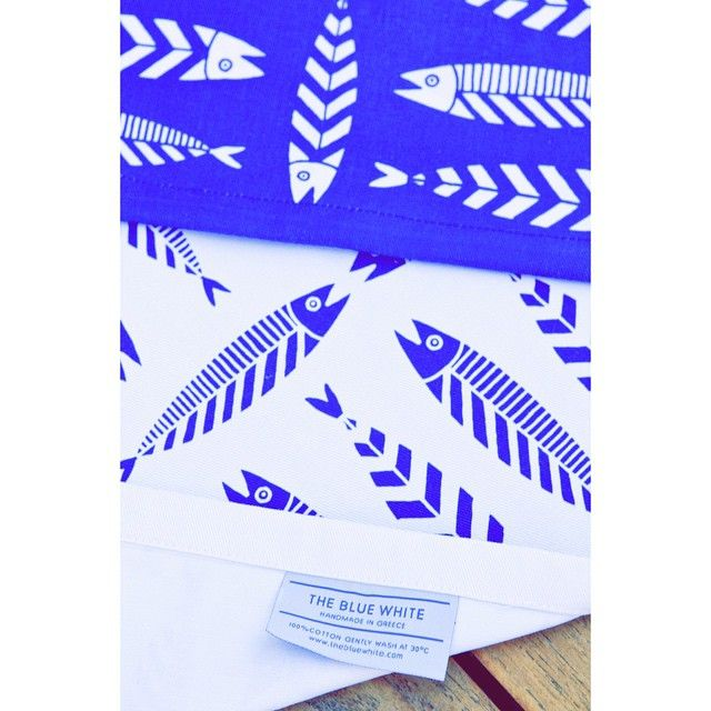 Hello Monday.. Salty days are not over yet !  #thebluewhite #fish #placemats #greece #silkscreen #summer #beachlife #food #homedecor