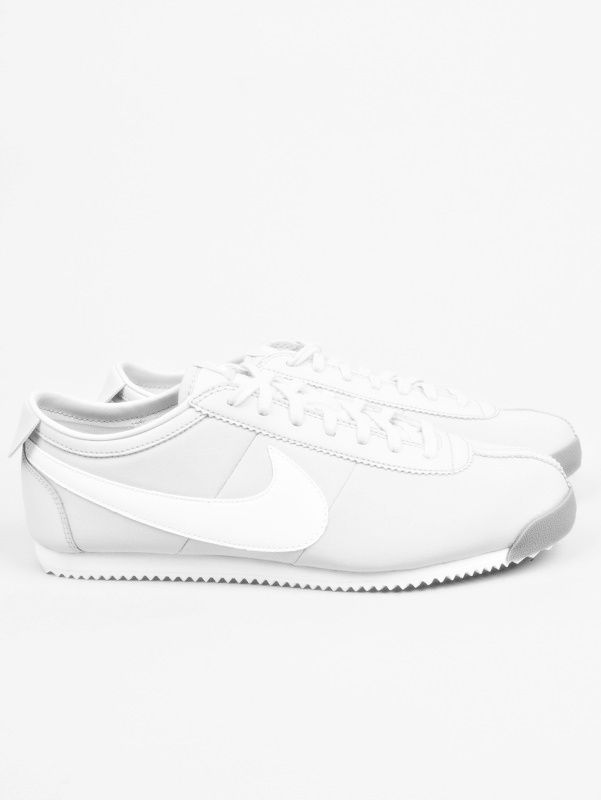 Minimal + Classic: all white Nike old school