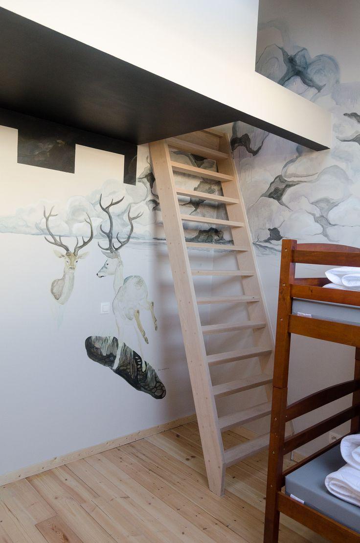 Slaapzaal KABA hostel Elke kamer kreeg zijn eigen kunstenaar