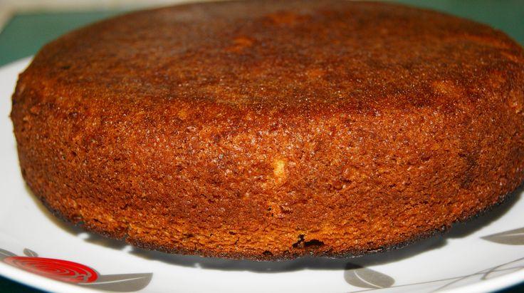 Постный бисквит. Рецепт c фото, мы подскажем, как приготовить! ИНГРЕДИЕНТЫ 1 стакан=200 мл. форма 22 см.в диаметре смазанная раст.маслом.дно застелить пекарской бумагой. 1 и 3/4 стакана муки(просеять!) 1/2 ч.л.соли 3/4 стакана свежего апельсинового сока 2 ч.л.апельсиновой цедры 3/4 стакана сахара 1/3 стакана кукурузного масла без запаха 30 мл.винного уксуса 1 ч.л. питьевой соды растворить в 2 ст.л. воды для пропитки:100 мл.сока варить 15 мин.с 75 гр.сахара