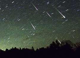 Esta noite, a chuva de meteoros das Líridas chega ao seu pico, por volta da uma da manhã. Mas se as luzes da cidade ou as nuvens não o deixam ver, descubra como pode contar meteoros online.  A partir da segunda metade da noite de 22 para 23 de abril, a chuva de meteoros das Líridas vai atingir o seu ponto de maior intensidade. A chuva de meteoros começou no dia 16 de abril e prolonga-se até dia 25.