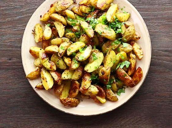 Kräuterkartoffeln aus dem Ofen - so geht's | LECKER