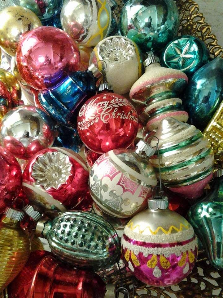 I Dearly Love The Old Fashioned Christmas Ornaments Of Yesteryear