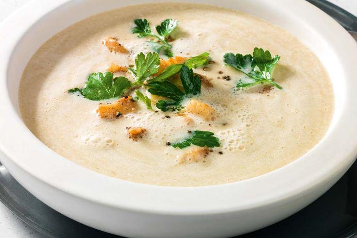 Viel Geschmack auf einem Löffel: Maronen-Pastinaken-Creme Suppe mit Jacobsmuscheln. #experiencefresh