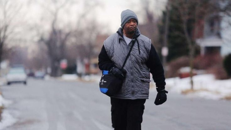 Spendenwelle für Auto - Tausende spenden für ein Auto!Mann läuft jeden Tag 34 Kilometer zur Arbeit …und wieder zurück http://www.bild.de/news/ausland/mann/laeuft-34-kilometer-zur-arbeit-39628430.bild.html