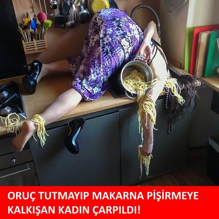 Oruç tutmayıp makarna pi̇şi̇rmeye kalkışan kadın çarpıldı! :)  #mizah #matrak #komik #espri #şaka #gırgır #komiksözler #caps #ramadan #ramazan #oruç