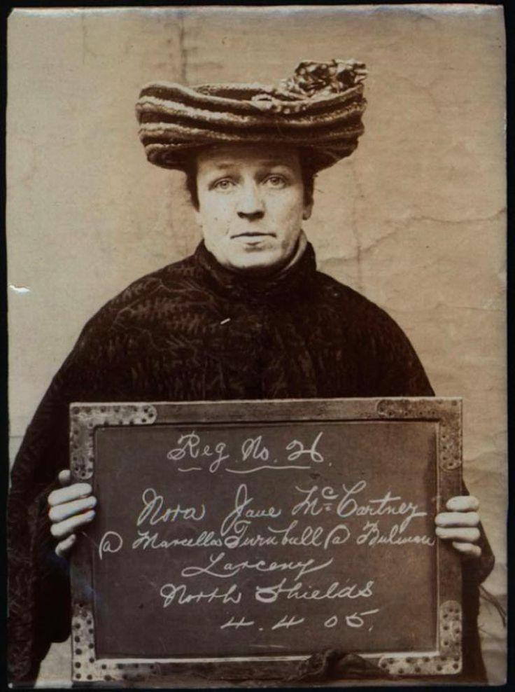 Criminosas inglesas em 1900 - Fotos de mulheres criminosas da década de 1900. Os retratos vintage são de um álbum de fotos de prisioneiros levados para o tribunal pela polícia de North Shields, presas por roubo e furto.