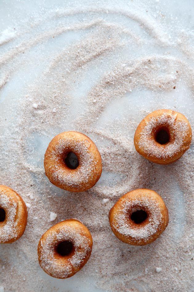 Cinnamon Sugar Donuts / Image via: Matkonation #entertaining