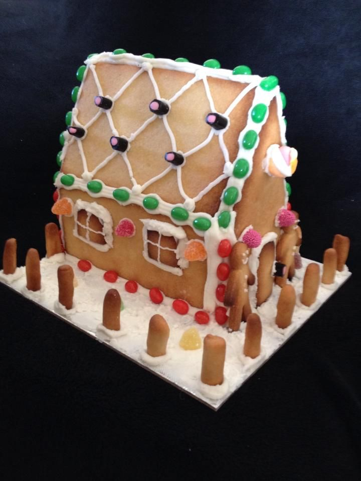 Gingerbread House by Chaos Cakes za  www.chaoscakes.wozaonline.co.za