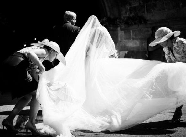 #robertodiz #wedding #dress #tul #tulle #bride #beauty #bridal #novias #noviasconestilo #mariee #robedemariée #brides #blanco #boda #weddingdress #vestido #lace #velvet #style #fashion #mode #seville #madrid Photo by @liven_ph
