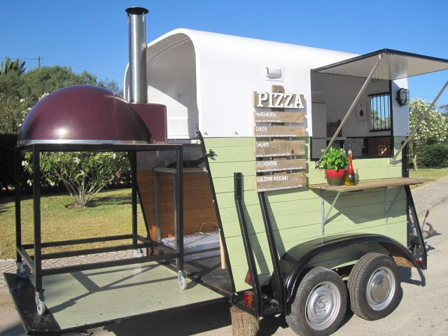 Cool Food Truck! Vintage horse trailer pizza trailer.