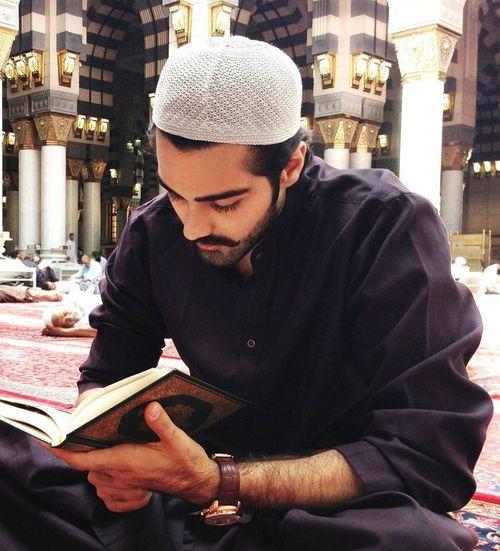 lecture du Saint Coran dans la mosquée de Makkah
