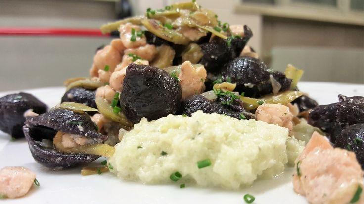 conchiglie di riso nero con carciofi salmone, crema di finocchi 2