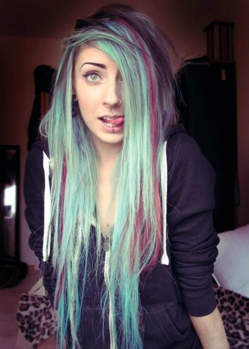 This looks a whole lot like Nicole Lazuli I think this just might be her