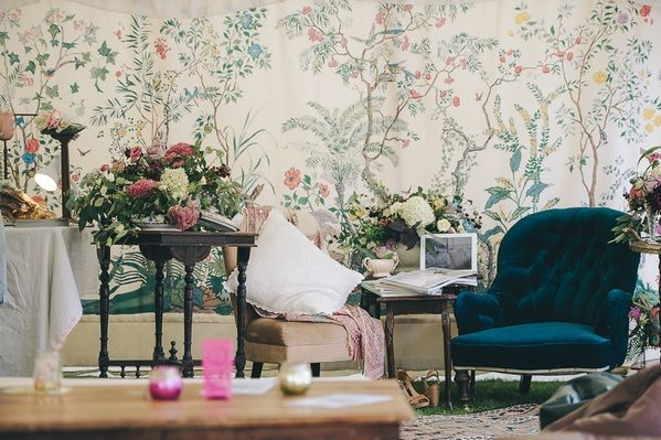 A Bohemian inspired wedding shoot at Pengenna Manor with our Chinoise lining as the backdrop.