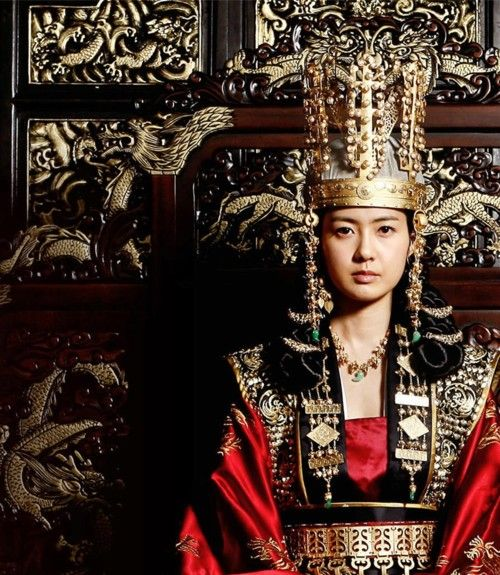 Korean Queen Seondeok-dress is awesome!