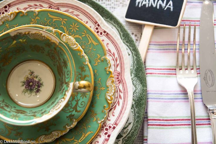 Rød mix borddekking #bryllup #wedding #red #table setting #dekkmittbord