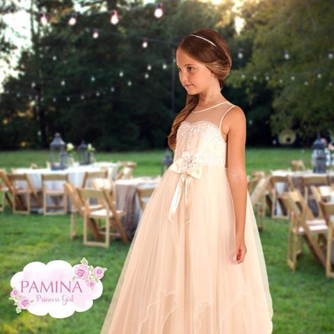 Düğünlerin gözdesi küçük nedimeler...  My little bridesmaid...  #chic #style #moda #fashionkids #fashiongirls #elbise #nedime