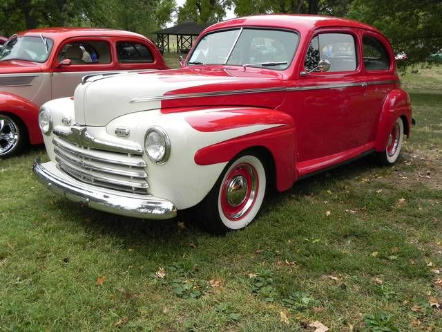 A beautifully executed mild custom Tom Whortonu0027s 1946 Ford Tudor features white scallops and red & 46 best 46 ford images on Pinterest | Vintage cars Hot rods and Tudor markmcfarlin.com