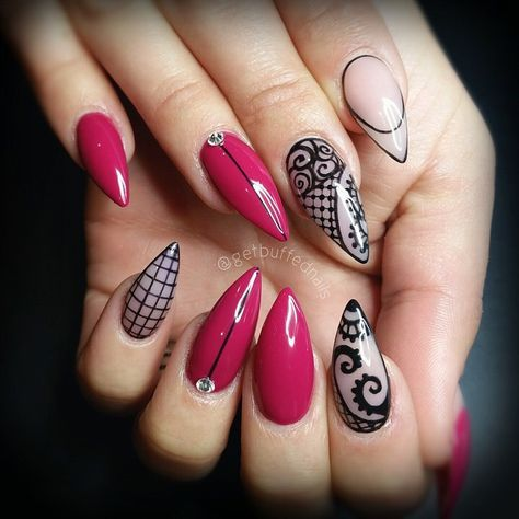Love the color on this nails...