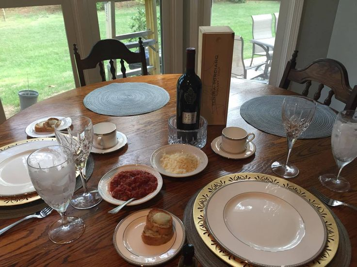 Beautiful set table and Tuscan wine: Terrestre Super Tuscan