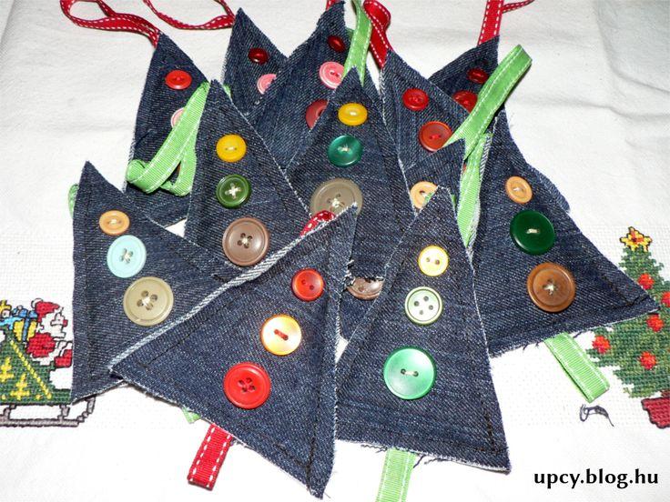 Upcycled denim Christmas tree, button. Újrahasznosított farmer - karácsonyfa gomb díszekkel.
