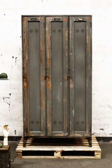 Vintage locker from http://www.artilleriet.se