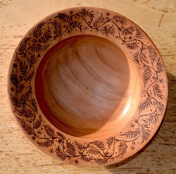 Ciotola legno ciliegio decorato con pirografia di tricianewell, £20.00