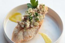 Toast met tartaar van champignons en rilletes